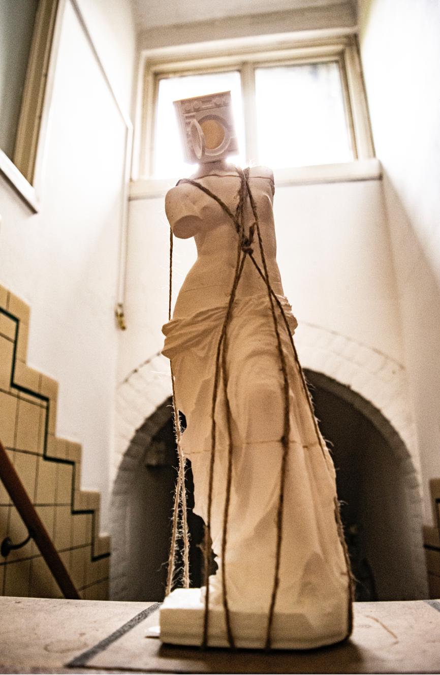 Venus de Milo x Everyday objects